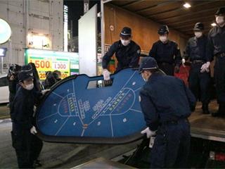 長者町のカジノ店摘発!県警、3人の容疑者を逮捕